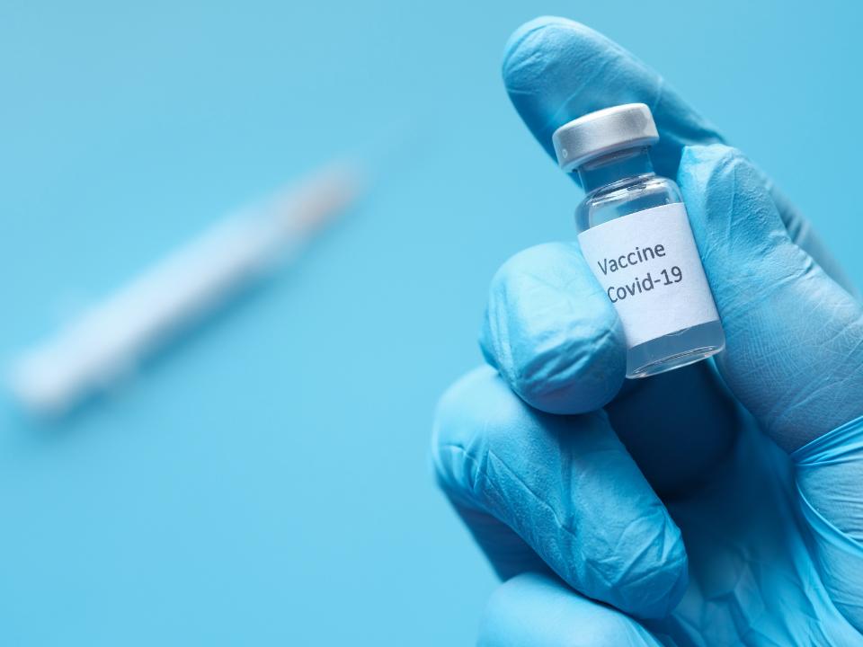 Covid-19: mais de 16 mil brasileiros tomaram doses trocadas da vacina contra; quais são os riscos?