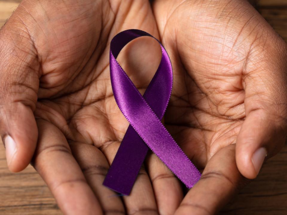 Setembro Roxo: entenda os impactos  da doença de Alzheimer no cérebro